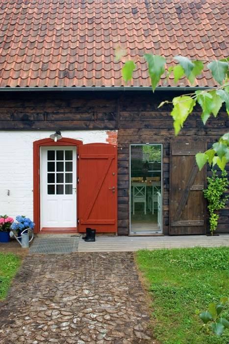Przebudowa stodoły : styl , w kategorii Domy zaprojektowany przez AA s.c. Anatol Kuczyński Anna Kuczyńska,