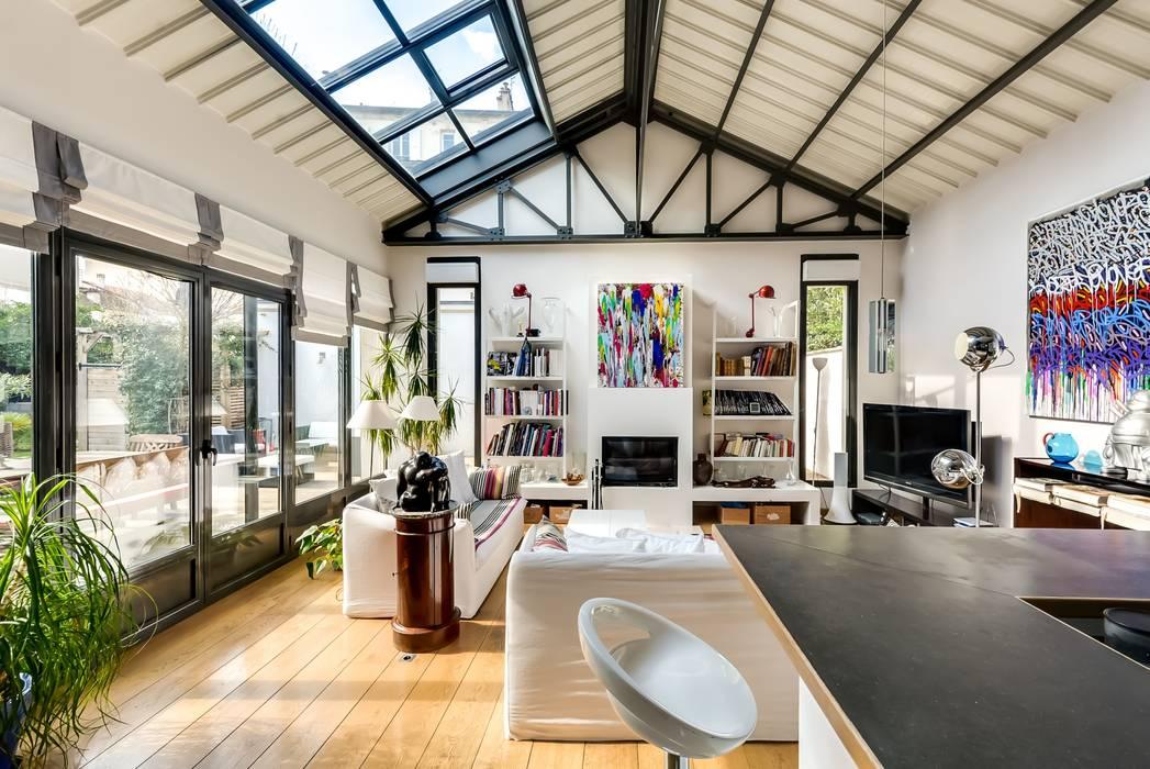 Maison: Salon de style  par Meero, Industriel