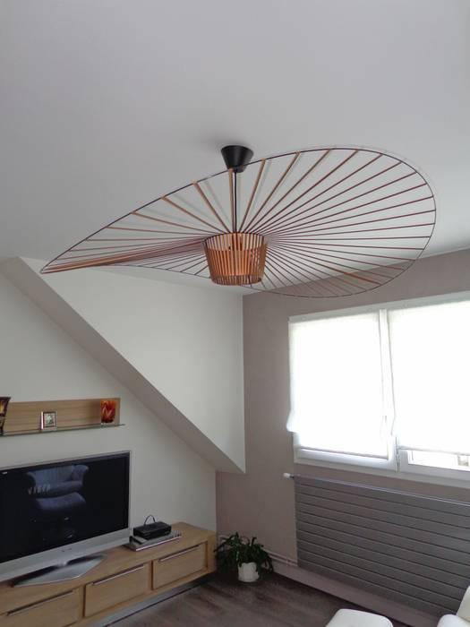 Un luminaire en touche déco Salon moderne par ATDECO Moderne
