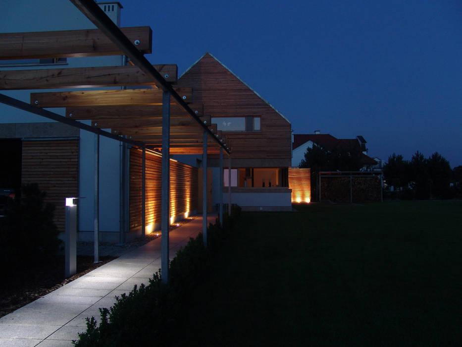 Moderne Häuser von CAA ARCHITEKCI Modern