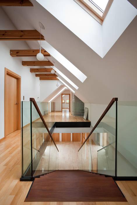 Moderner Flur, Diele & Treppenhaus von CAA ARCHITEKCI Modern