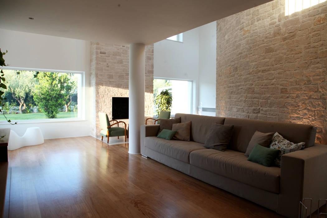 spazio, luce, materia Soggiorno in stile mediterraneo di m12 architettura design Mediterraneo