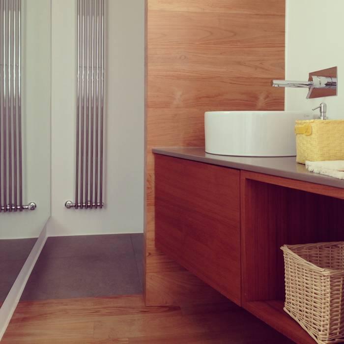 bagno ospiti: Bagno in stile in stile Mediterraneo di m12 architettura design