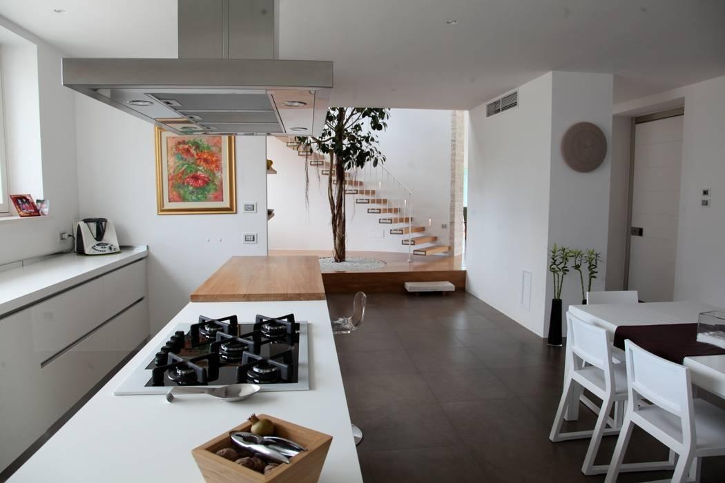 la zona pranzo: Cucina in stile  di m12 architettura design
