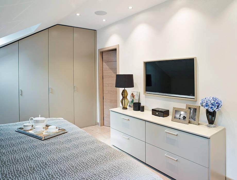 Harrod's Court:  Bedroom by Anna Casa
