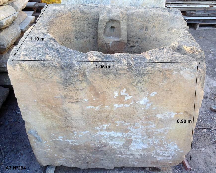Antigua pila de piedra: Piscinas de estilo  de Anticuable.com