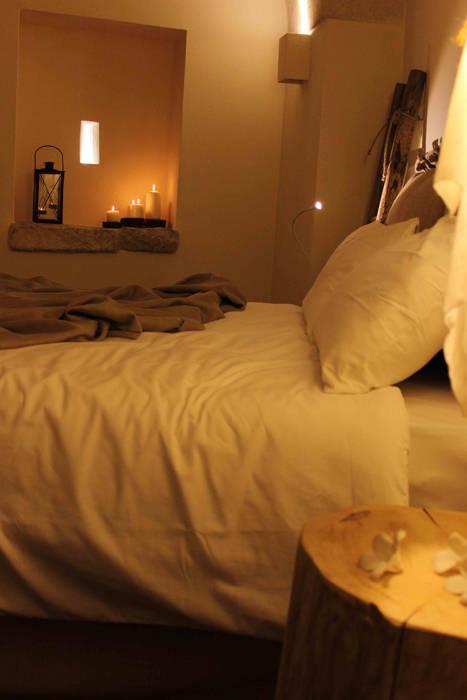 FondoVito B&B: Camera da letto in stile  di FRANCESCO CARDANO Interior designer,
