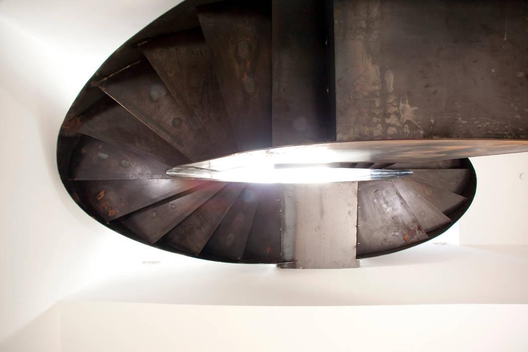 Kensington Residence:  Corridor & hallway by Link Photographers