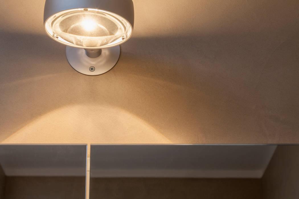 Fugenloses Bad mit Beton Cirè:  Badezimmer von Einwandfrei - innovative Malerarbeiten oHG,Modern