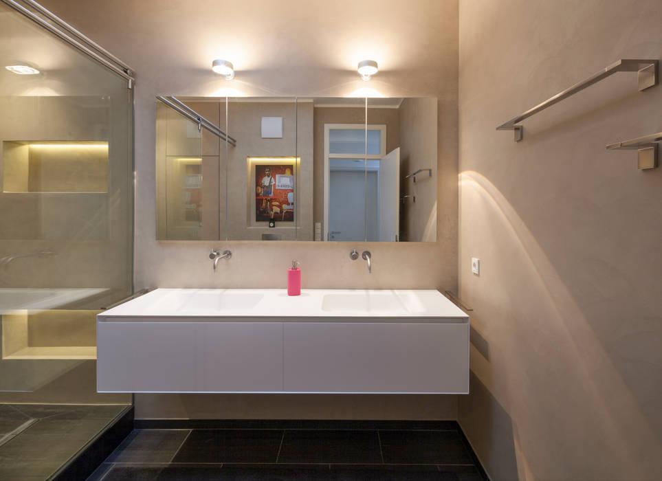 Fugenloses Bad mit Beton Cirè: moderne Badezimmer von Einwandfrei - innovative Malerarbeiten oHG