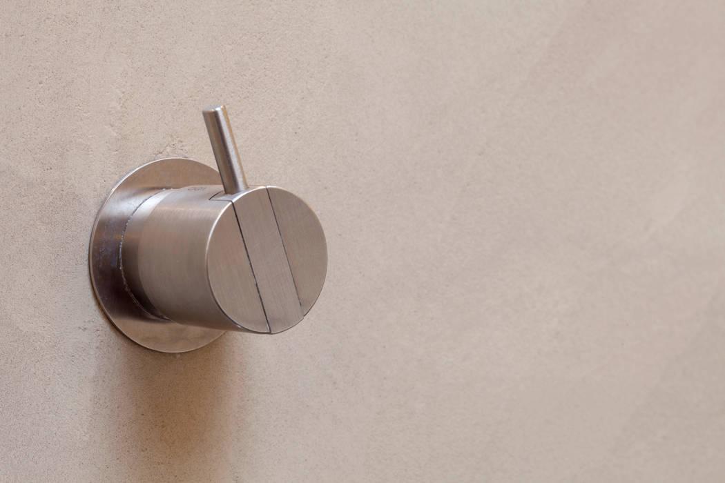 Fugenloses Bad mit Beton Cirè Moderne Badezimmer von Einwandfrei - innovative Malerarbeiten oHG Modern