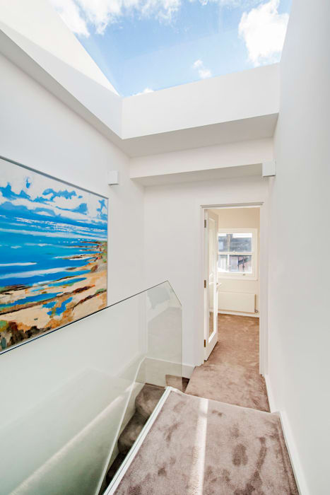 Landing homify Modern Corridor, Hallway and Staircase
