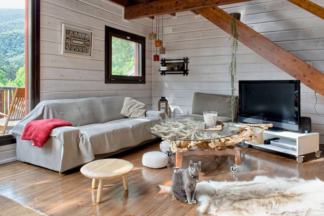 Living room by HOUSE HABITAT