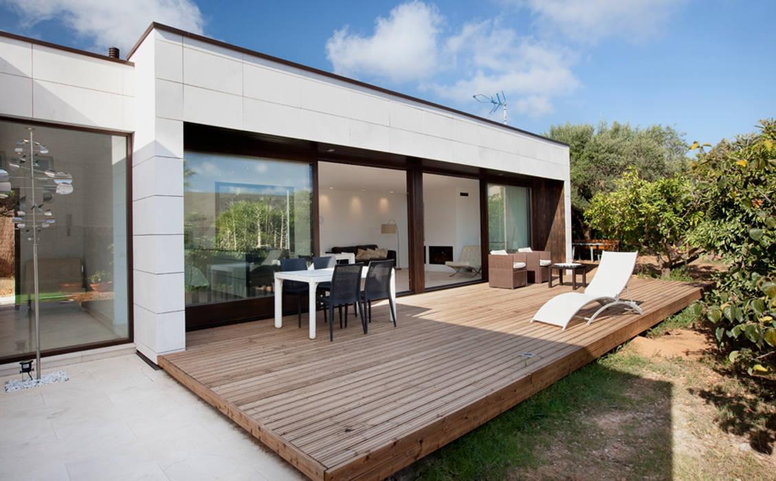 RODA DE BARÀ HOUSE HABITAT Casas de estilo moderno