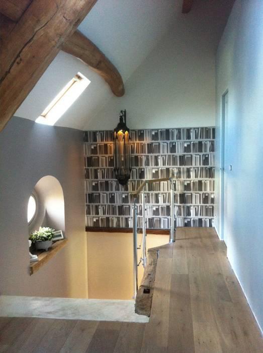 décoration Palier & Escalier: Couloir et hall d'entrée de style  par At Ome