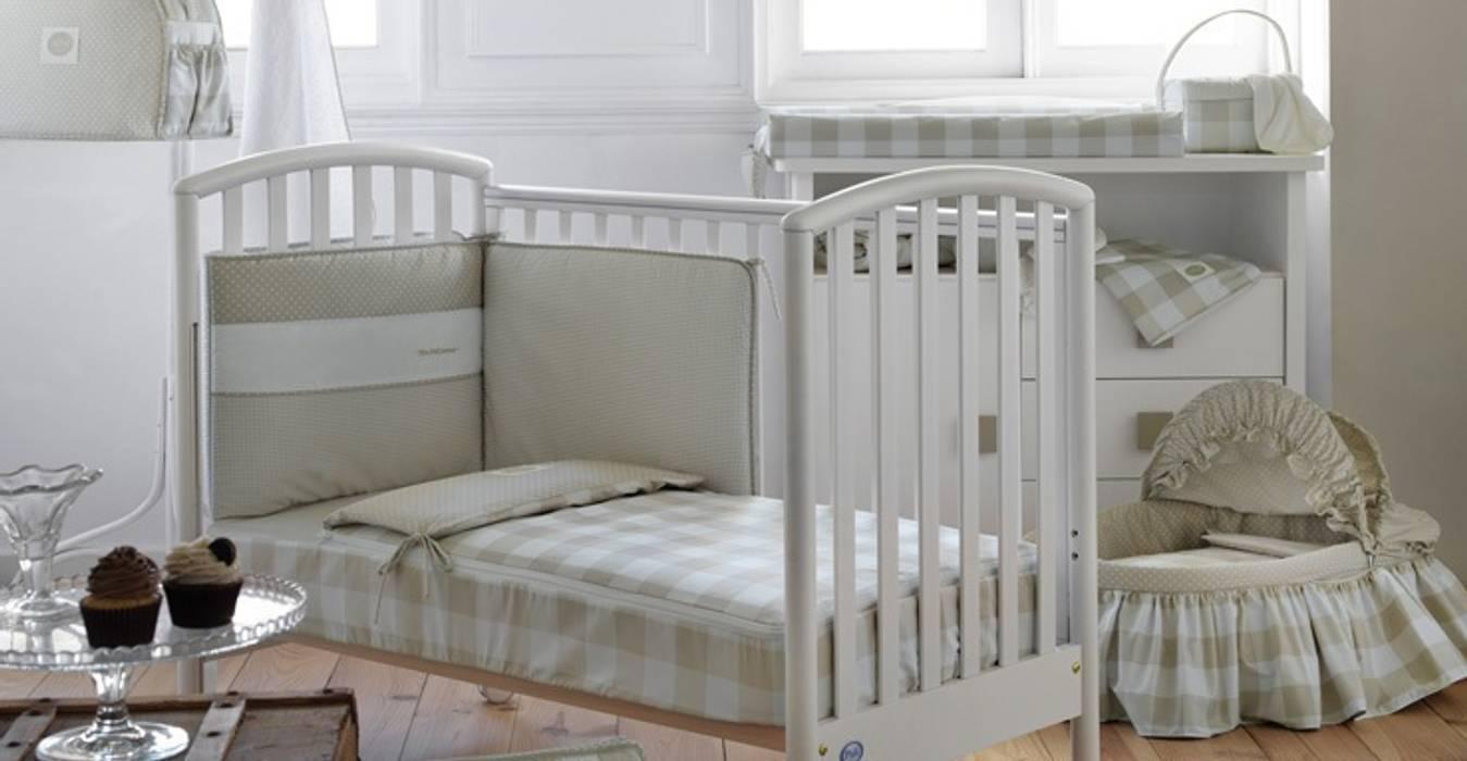Colección Bebé Beige de Cambrass: Dormitorios infantiles de estilo  de DINDONBEBE