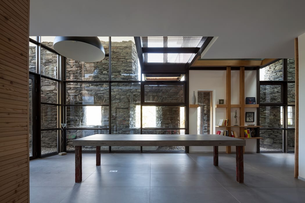 Mineral Lodge: Salle à manger de style de style Scandinave par Concrete LCDA