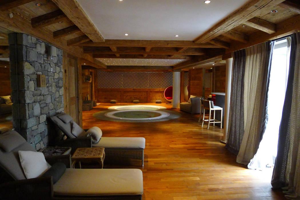 Chalet Courchevel: Spa de style  par Concrete LCDA