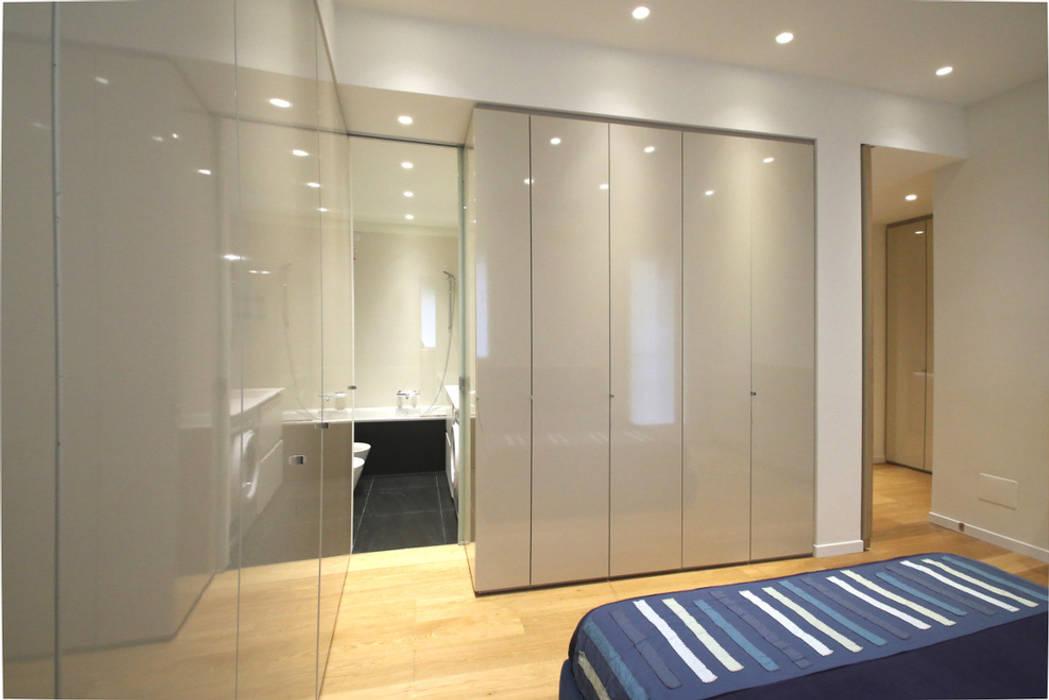 Camera: Camera da letto in stile  di Filippo Colombetti, Architetto