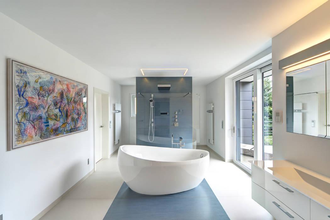Traum In Blau Und Weiß: Moderne Badezimmer Von Innenarchitektin Katrin  Reinhold