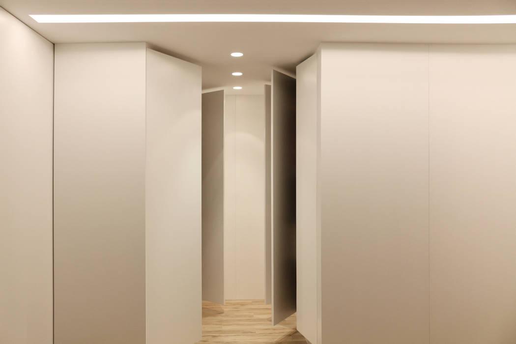 Vestidor: Casas de estilo  de RUBÉN MUEDRA ESTUDIO DE ARQUITECTURA