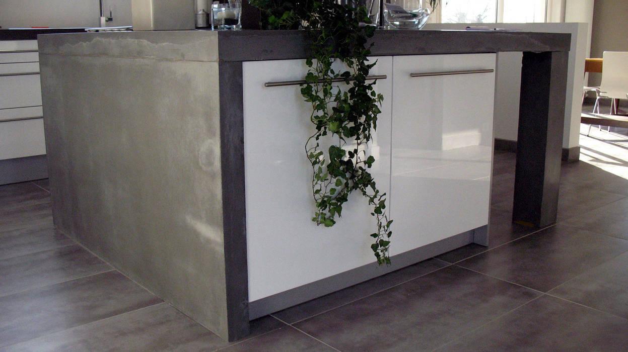 Cuisine ilôt en béton Cuisine moderne par Concrete LCDA Moderne