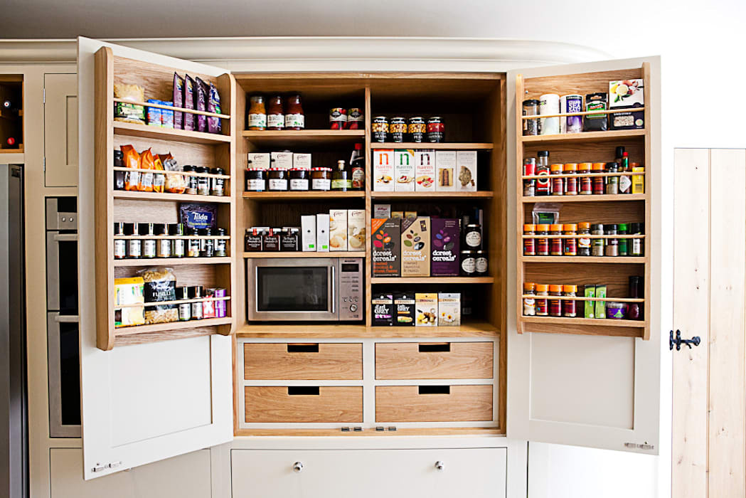 Bespoke oak larder Country style kitchen by homify Country
