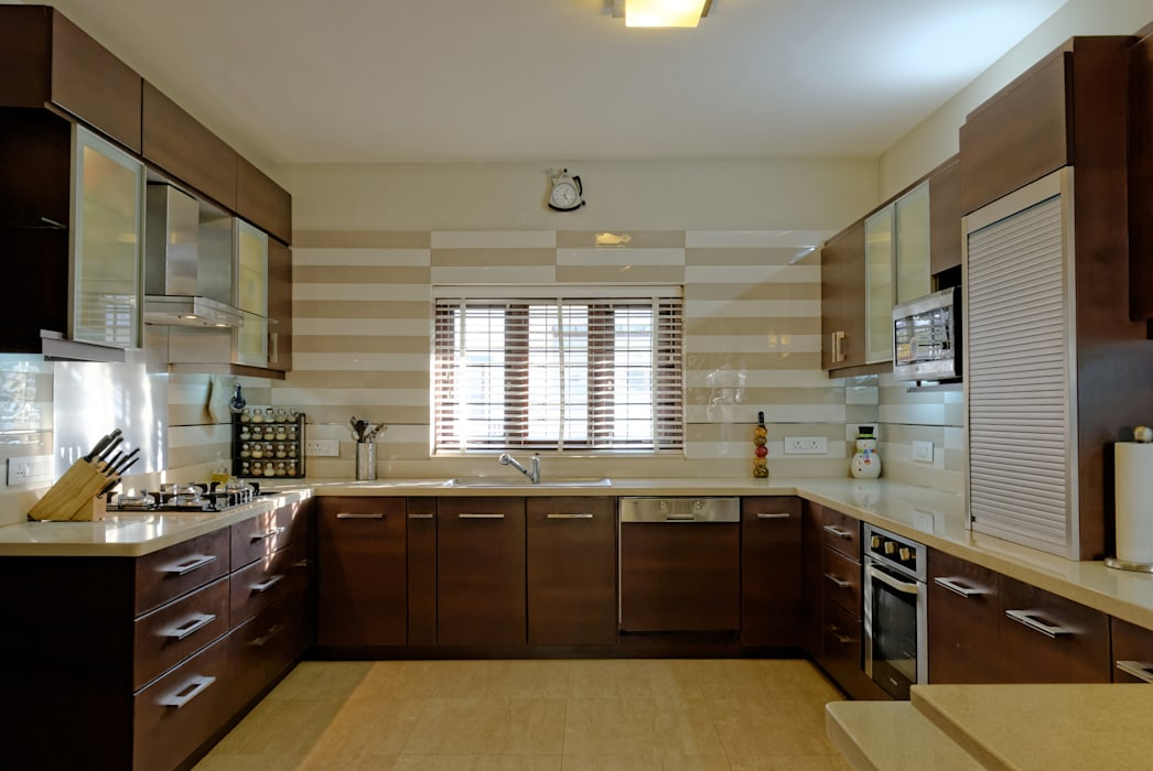 Jaya & Rajesh : modern Kitchen by Cozy Nest Interiors