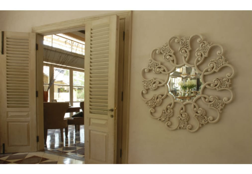 Mirror Radiance:  Living room by Adonis Pauli HOME JEWELS
