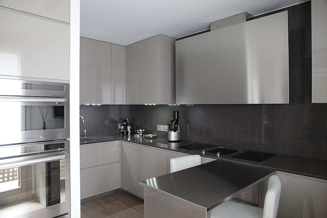 la Cucina Cucina moderna di STUDIO PAOLA FAVRETTO SAGL - INTERIOR DESIGNER Moderno Legno Effetto legno