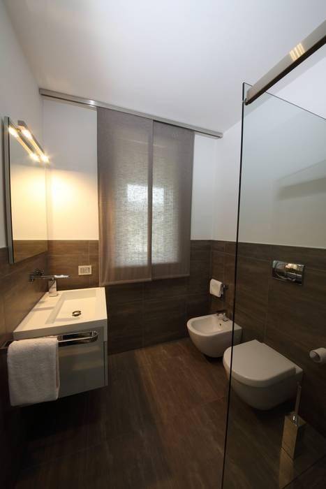 il bagno della camera degli ospiti: Bagno in stile  di STUDIO PAOLA FAVRETTO SAGL - INTERIOR DESIGNER