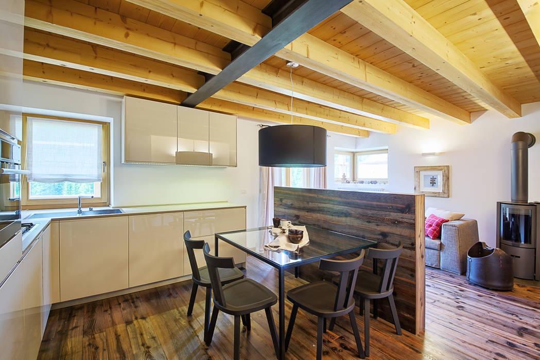 il Living: Sala da pranzo in stile  di STUDIO PAOLA FAVRETTO SAGL - INTERIOR DESIGNER