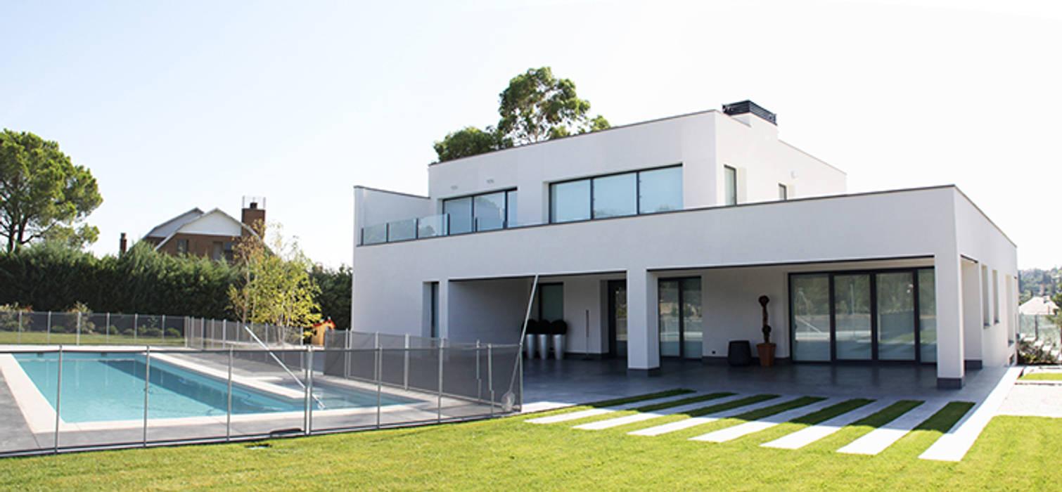 Casa de diseño minimalista: Casas de estilo moderno de Arquitectos Madrid 2.0