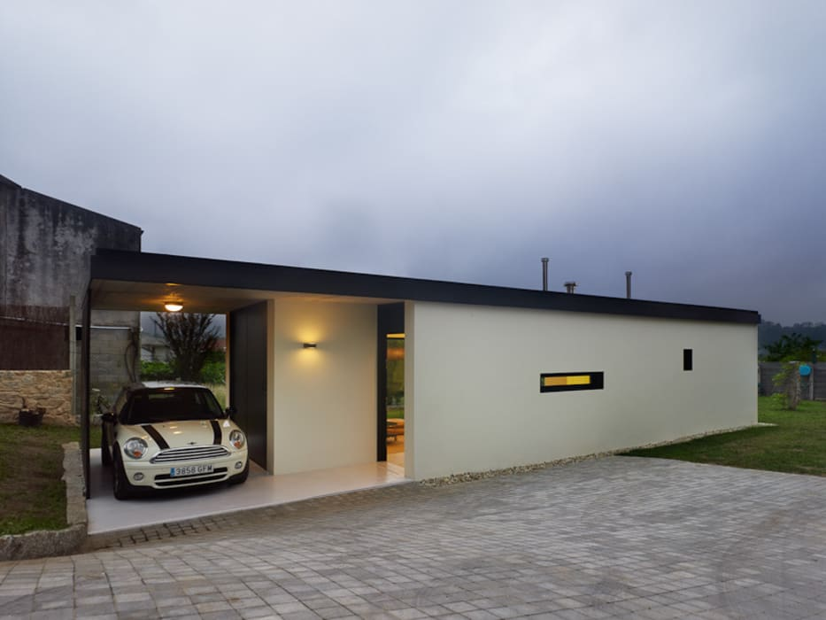 Case in stile minimalista di Nan Arquitectos Minimalista