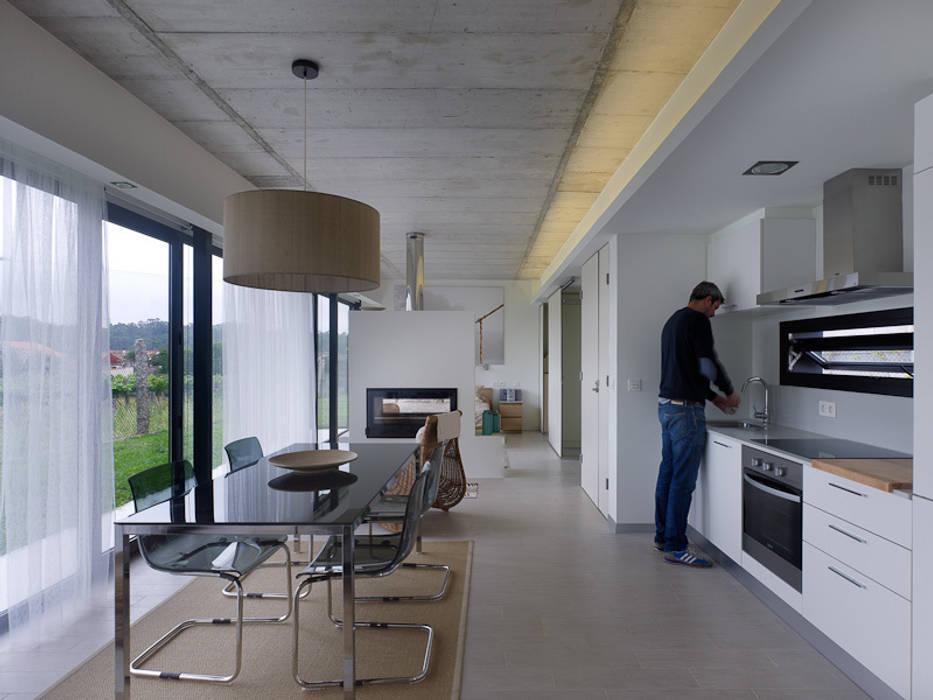 Minimalist dining room by Nan Arquitectos Minimalist