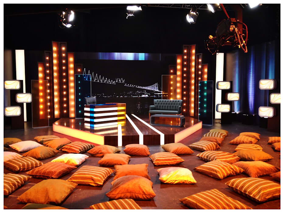 tv set design Eclectic style conference centres by AreDEKO & AreSETS Eclectic