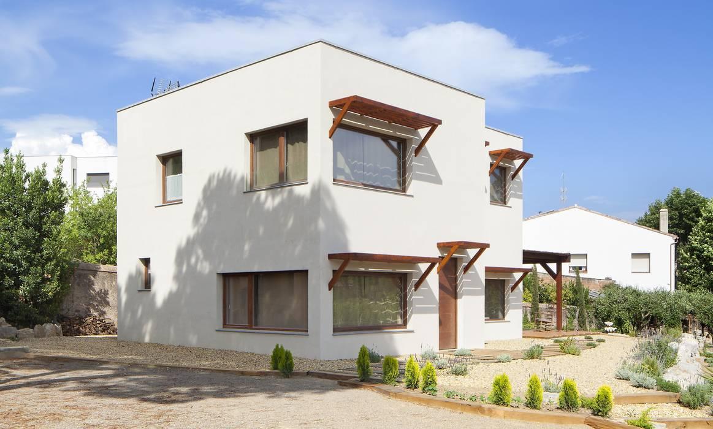 BEGUES de HOUSE HABITAT Moderno