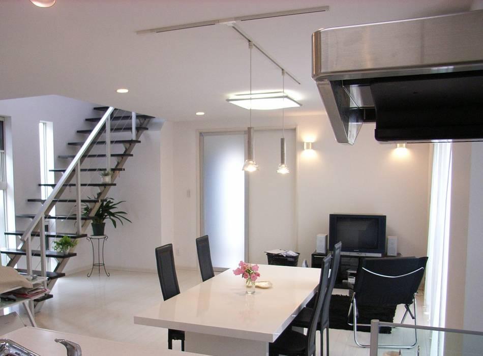 Modern dining room by プランニング・リニュー建築設計 Modern