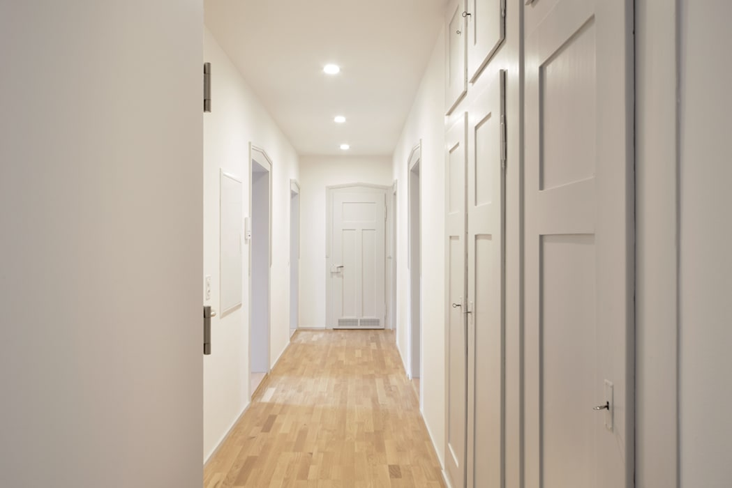 Classic style corridor, hallway and stairs by HPP Architekten GmbH Classic