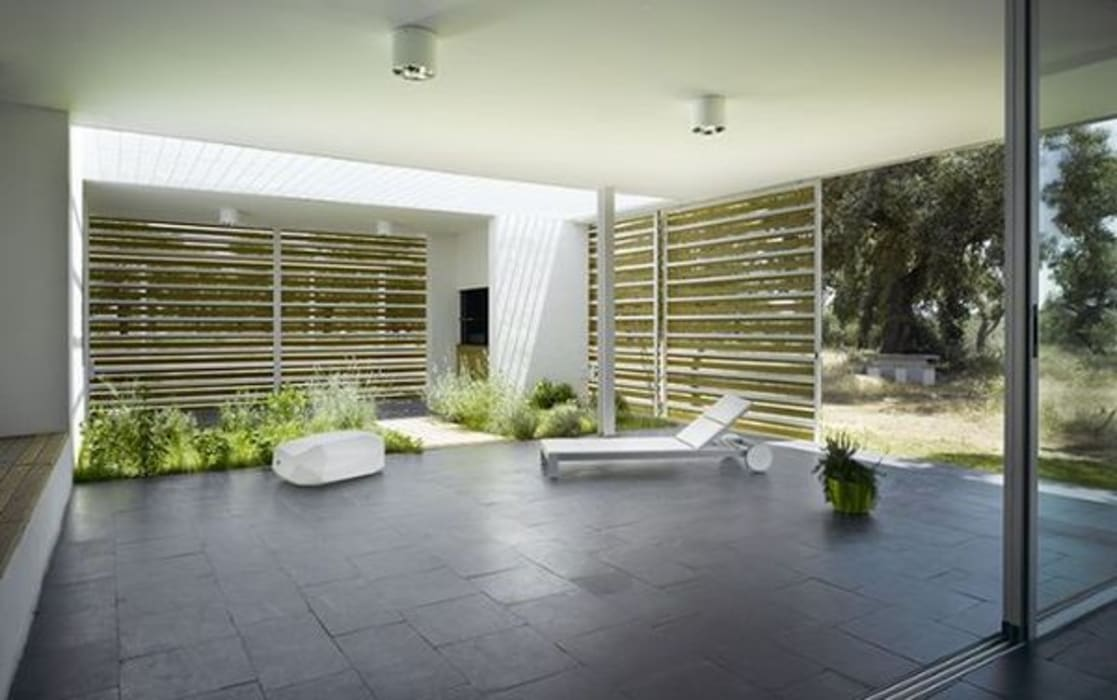 Vista del porche desde el salón: Terrazas de estilo  de Murado & Elvira