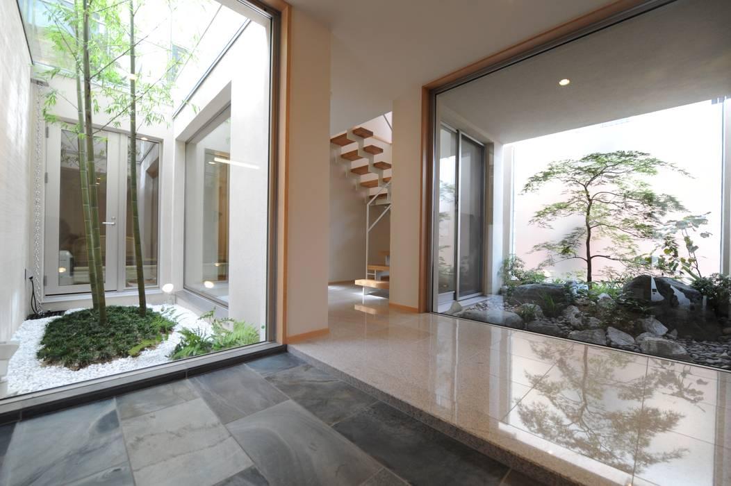 癒しのエントランス モダンスタイルの 玄関&廊下&階段 の TERAJIMA ARCHITECTS モダン