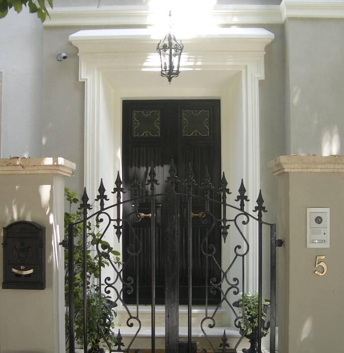 l'ingresso dalla strada Case classiche di archbcstudio Classico
