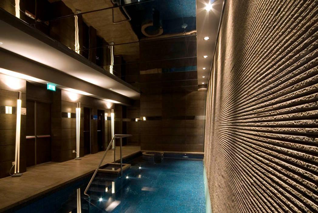 Bentley Hotel (ora Melià Genova), Genova: Hotel in stile  di Studio Simonetti