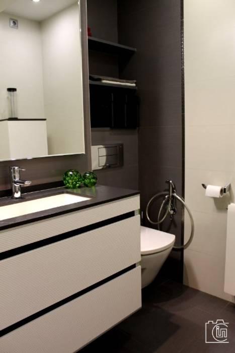 Reforma y Diseño Interior de cuarto de baño en Valencia: Baños de estilo  de P&P arquitectos, Moderno
