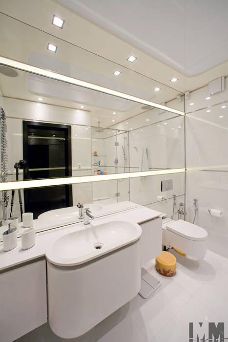 Чёрное и белое: Ванные комнаты в . Автор – ММ-design, Минимализм