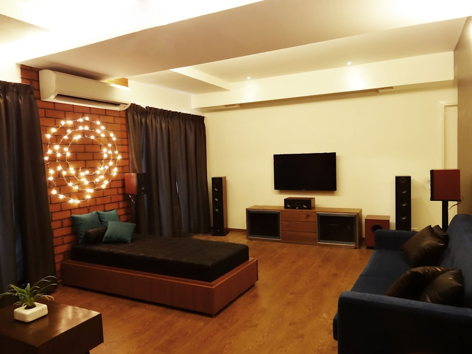Robin & Arjun's Residence / Renovation & Apartment Interiors Source Architecture Rustic
