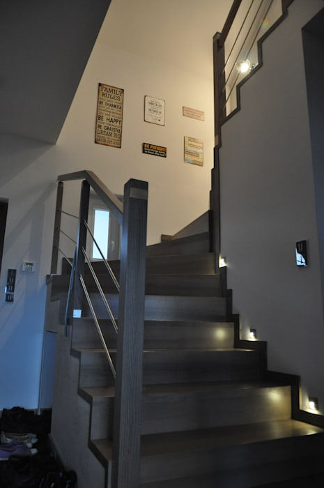 Brick in the wall ..... stairs to heaven;) Perfect Home Nowoczesny korytarz, przedpokój i schody