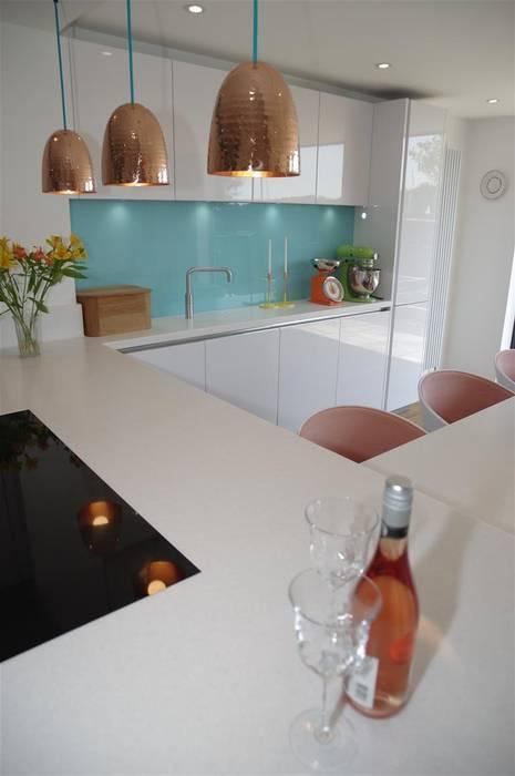 Handle less Polar white Glamour Modern Kitchen by PTC Kitchens Modern