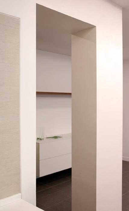 Casas minimalistas por MICHELE DICEMBRINO Minimalista