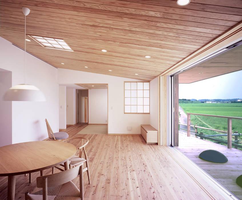Livings de estilo moderno de ㈱ライフ建築設計事務所 Moderno